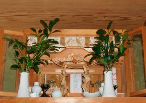 神棚の榊は枯れたらすぐに交換しないとダメ?造花はあり?なし?